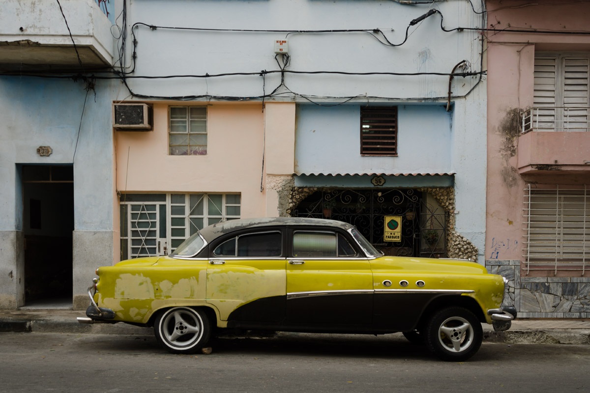 Photos and images of american old cars in Cuba , by Louis Alarcon