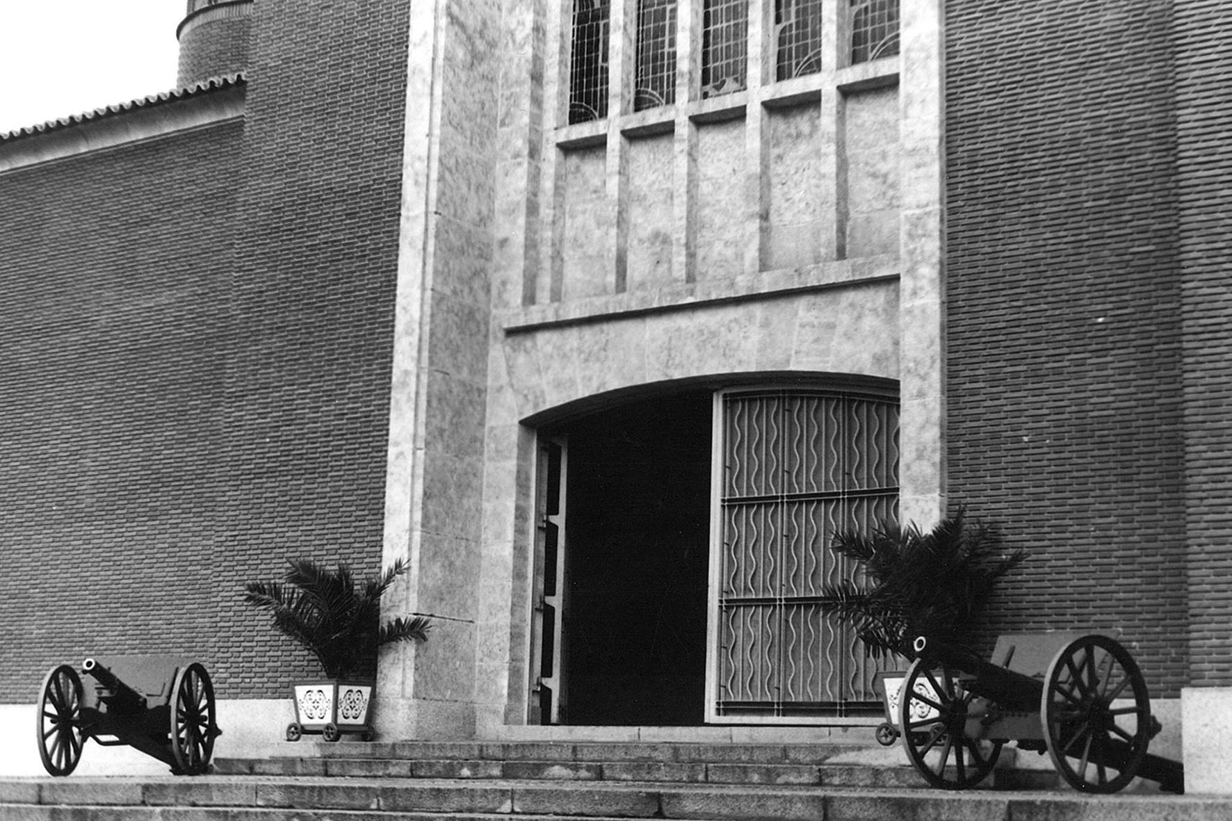 Iglesia de San José, años 70 - Niebla (2018) - Ana Frechilla, proyecto fotográfico