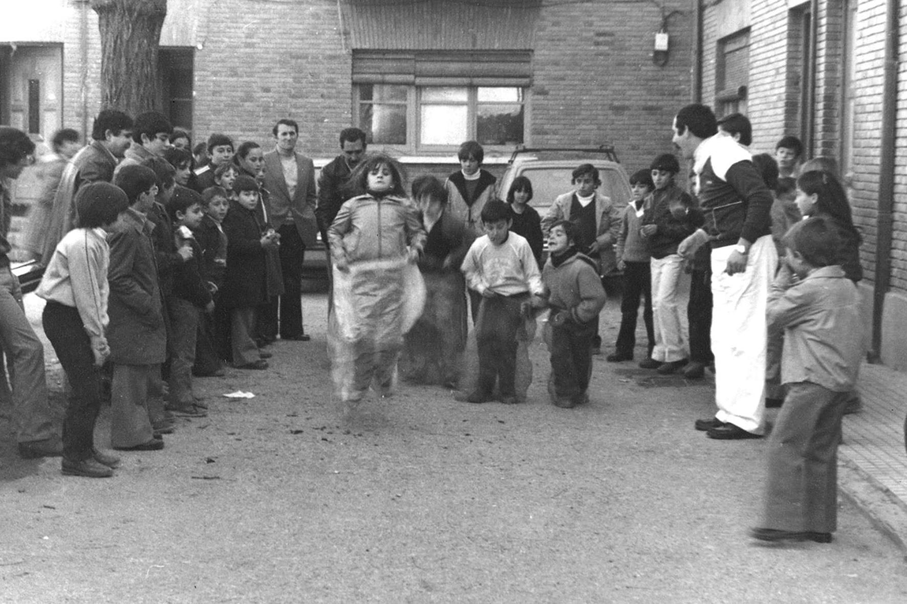 Carrera de sacos, años 70 - Niebla (2018) - Ana Frechilla, proyecto fotográfico