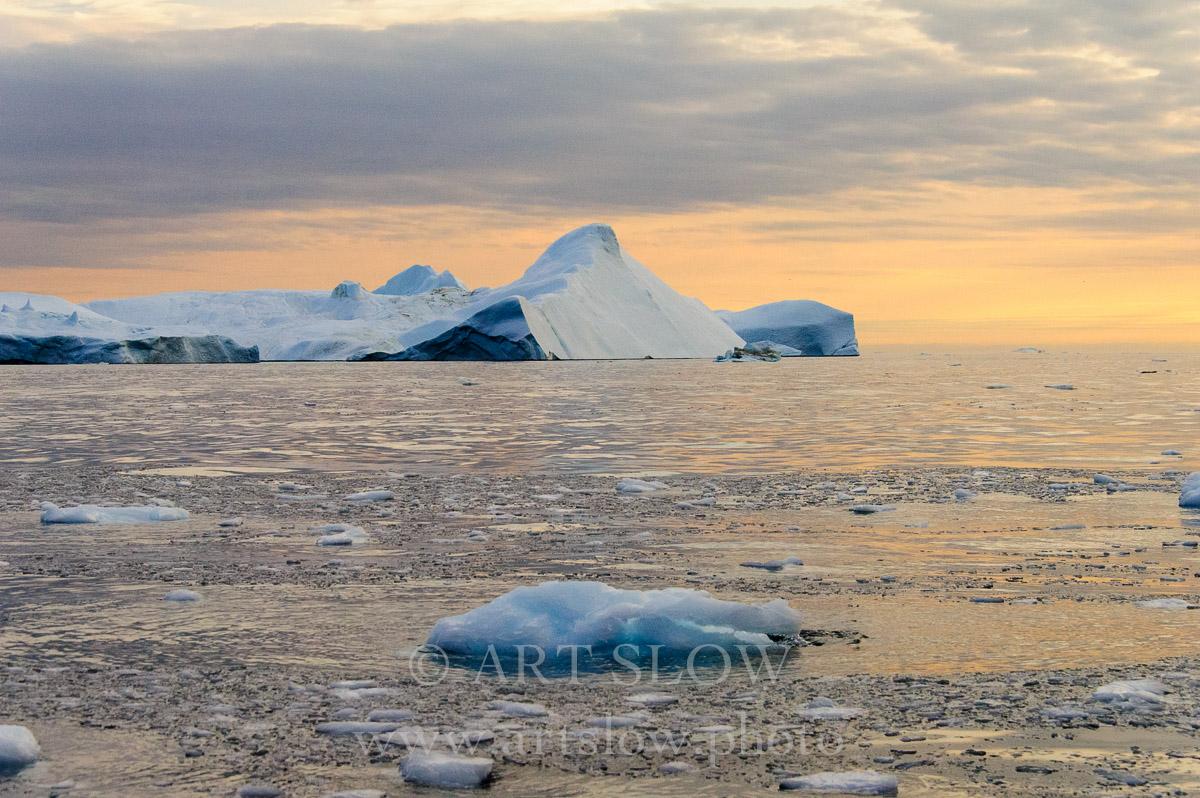 Tiempo milenario - Icebergs desprendidos del glaciar Sermeq Kujalleq, Bahía de Disko, Greenland. Edición: 10/10 + 2P/A - Greenland Catedrales de Hielo - Catedrales de Hielo