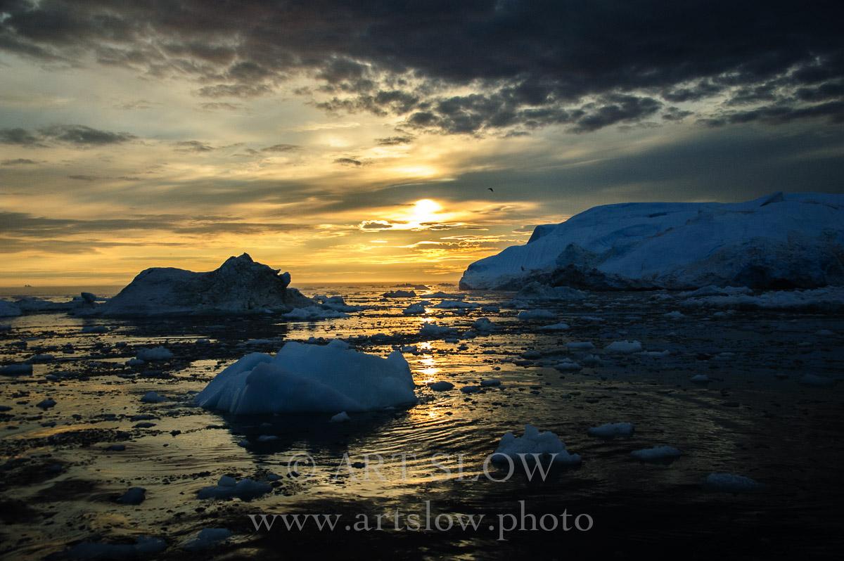 Cántico profundo - Icebergs desprendidos del glaciar Sermeq Kujalleq, Bahía de Disko, Greenland. Edición: 10/10 + 2P/A - Greenland Catedrales de Hielo - Catedrales de Hielo