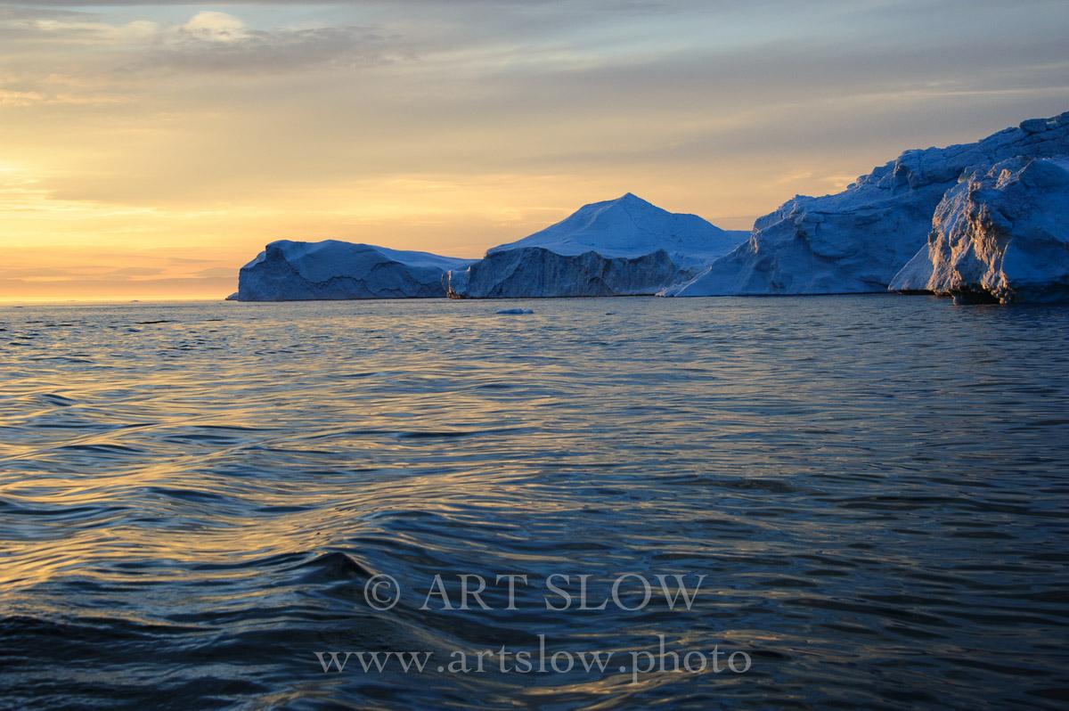 Creación Inmensa - Icebergs desprendidos del glaciar Sermeq Kujalleq, Bahía de Disko, Greenland. Edición: 10/10 + 2P/A - Greenland Catedrales de Hielo - Catedrales de Hielo
