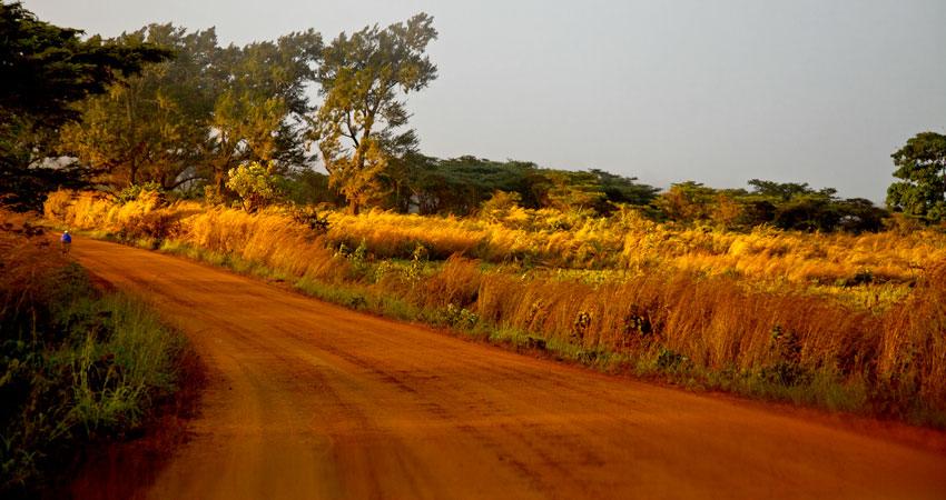 Tete, frontera con Malawi -  Norte de Mozambique paisajes - Augusto Rodríguez, Landscape & Portrait