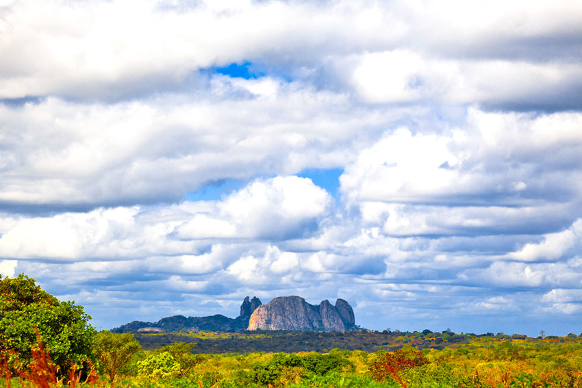 Dente da  viúva visto desde Metoro- Cabo Delgado -  Norte de Mozambique paisajes - Augusto Rodríguez, Landscape & Portrait