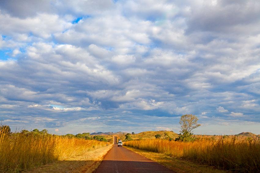 Entre Cóbué y Lichinga- Nyassa -  Norte de Mozambique paisajes - Augusto Rodríguez, Landscape & Portrait