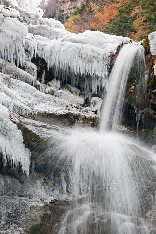Detalle del río Arazas helado - Valle de Ordesa - Otoño en el Pirineo - Bakartxo Aniz Aldasoro, Fotografía de naturaleza, etnografía y viajes