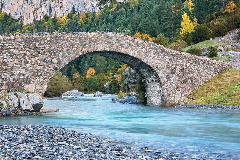 Puente de San Nicolas de Bujaruelo. - Otoño en el Pirineo - Bakartxo Aniz Aldasoro, Fotografía de naturaleza, etnografía y viajes