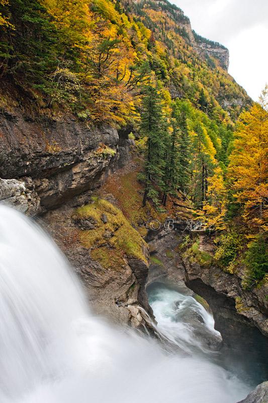 Cascada del estrecho - Valle de Ordesa - Otoño en el Pirineo - Bakartxo Aniz Aldasoro, Fotografía de naturaleza, etnografía y viajes
