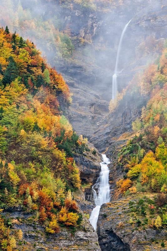 El secreto guardado tras la niebla... - Otoño en el Pirineo - Bakartxo Aniz Aldasoro, Fotografía de naturaleza, etnografía y viajes