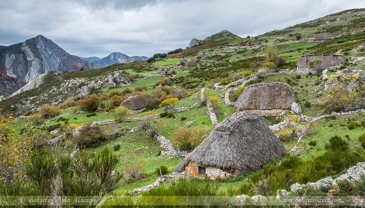 Braña de Mumián - Somiedo - Somiedo - Tierra de teitos y bosques - Bakartxo Aniz - Fotografías de Asturias. Somiedo - Muniellos.