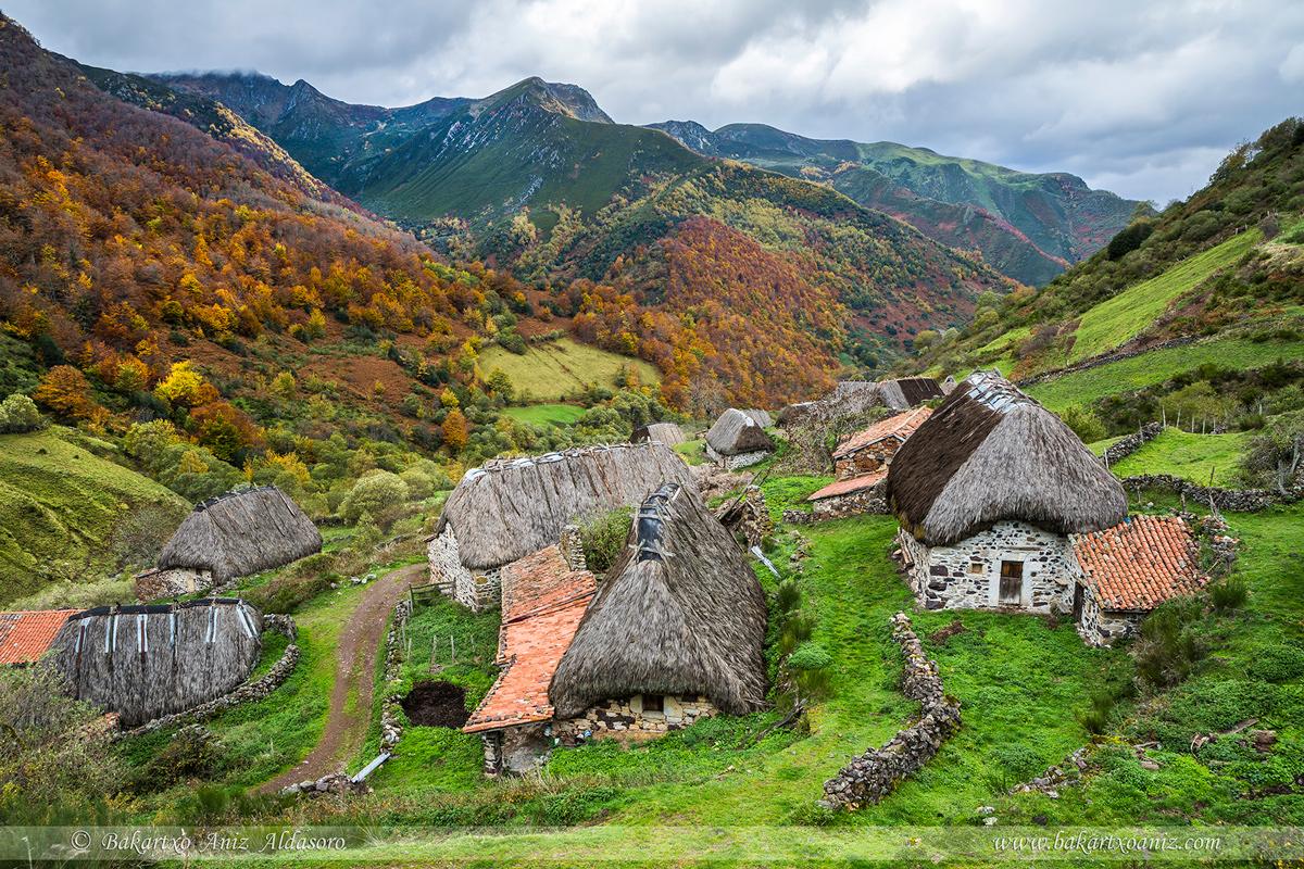 Braña La Pornacal - Somiedo - Somiedo - Tierra de teitos y bosques - Bakartxo Aniz - Fotografías de Asturias. Somiedo - Muniellos.
