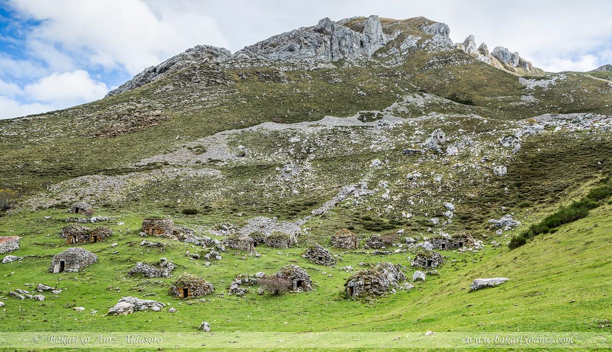 Braña de Sousas - Somiedo - Somiedo - Tierra de teitos y bosques - Bakartxo Aniz - Fotografías de Asturias. Somiedo - Muniellos.
