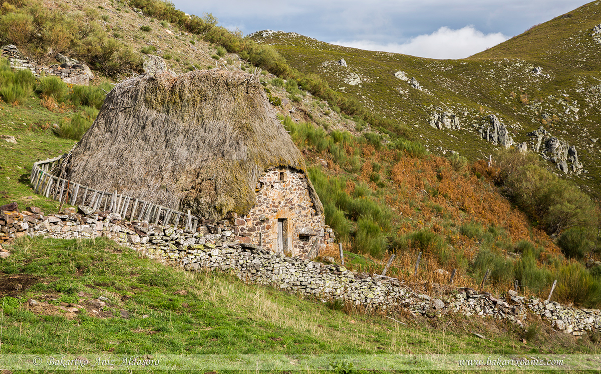 Braña de La Corra - Somiedo - Somiedo - Tierra de teitos y bosques - Bakartxo Aniz - Fotografías de Asturias. Somiedo - Muniellos.