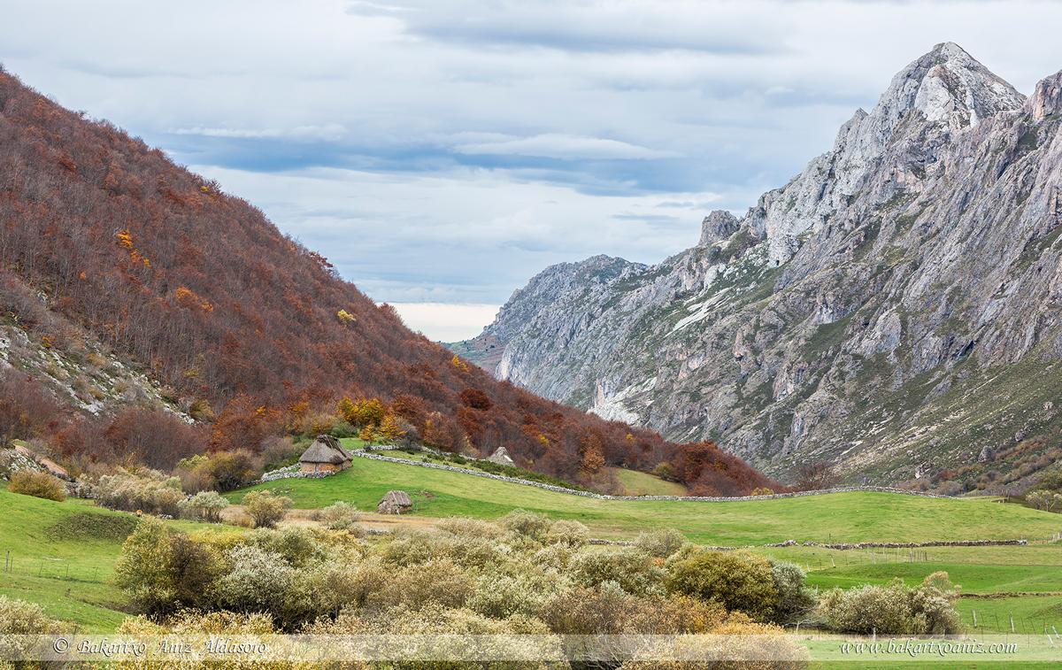 Valle del Lago - Somiedo - Somiedo - Tierra de teitos y bosques - Bakartxo Aniz - Fotografías de Asturias. Somiedo - Muniellos.