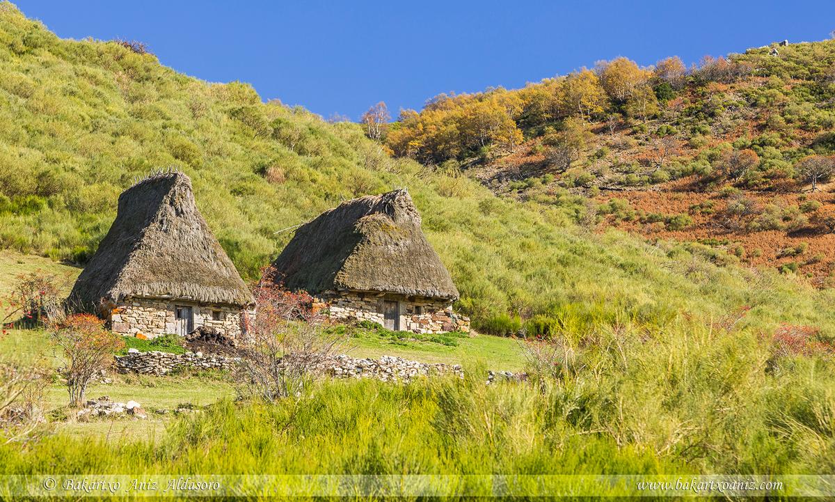 Morteras de Saliencia y Ordiales - Somiedo - Somiedo - Tierra de teitos y bosques - Bakartxo Aniz - Fotografías de Asturias. Somiedo - Muniellos.