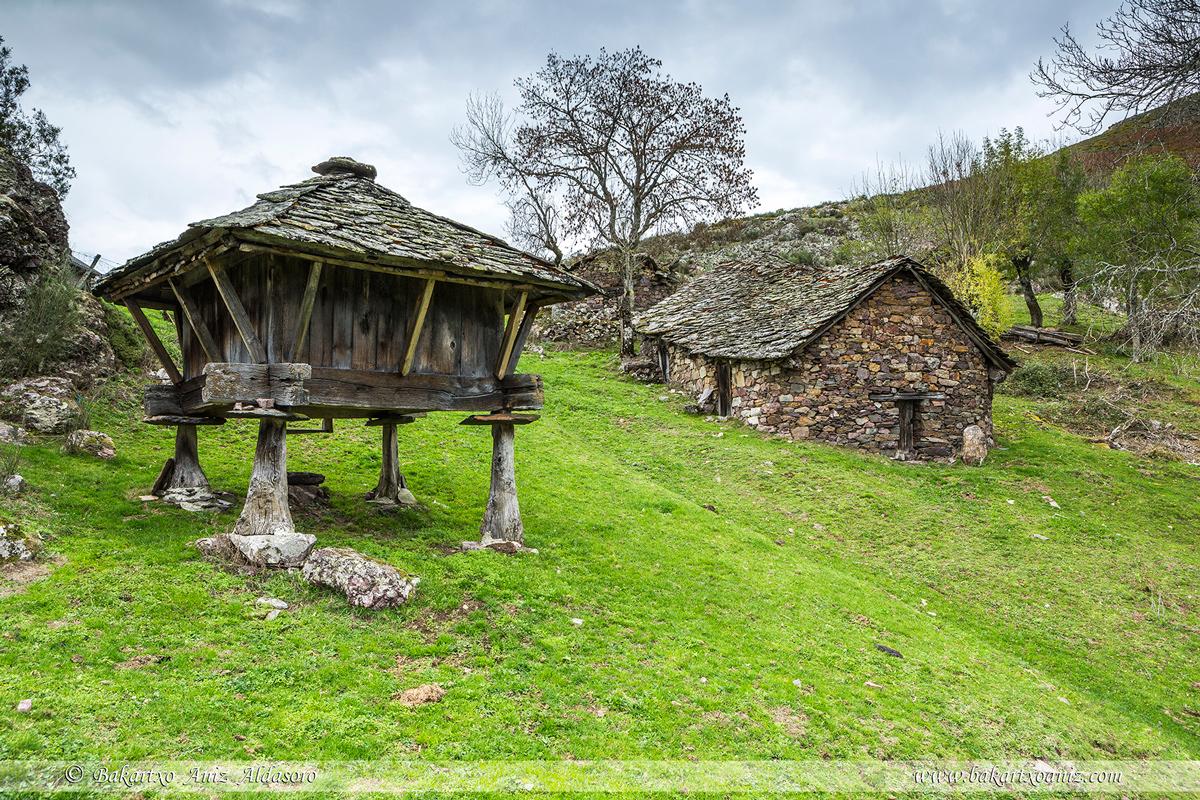 Braña - Concejo Cangas de Narcea - Somiedo - Tierra de teitos y bosques - Bakartxo Aniz - Fotografías de Asturias. Somiedo - Muniellos.