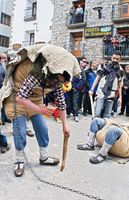Onso y domador - Carnavales de Bielsa - Bakartxo Aniz - Fotografías del Carnaval de Bielsa.