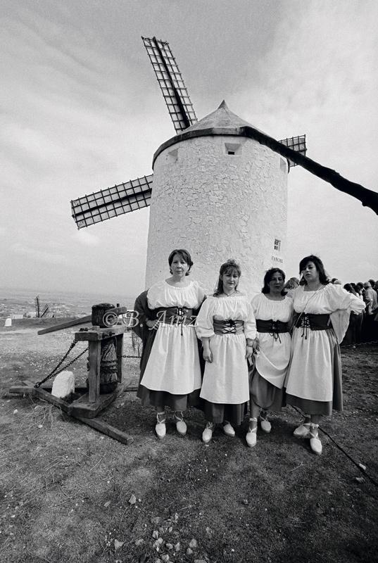 Molineras y molino vestido - Molinos de la Mancha - Bakartxo Aniz - Fotografías sobre los Molinos de viento - La Mancha.