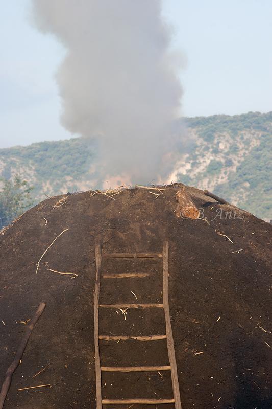 Chimenea de la carbonera - Oficio de carbonero - Bakartxo Aniz - Fotografías sobre el oficio de Carbonero - Valle de Lana.
