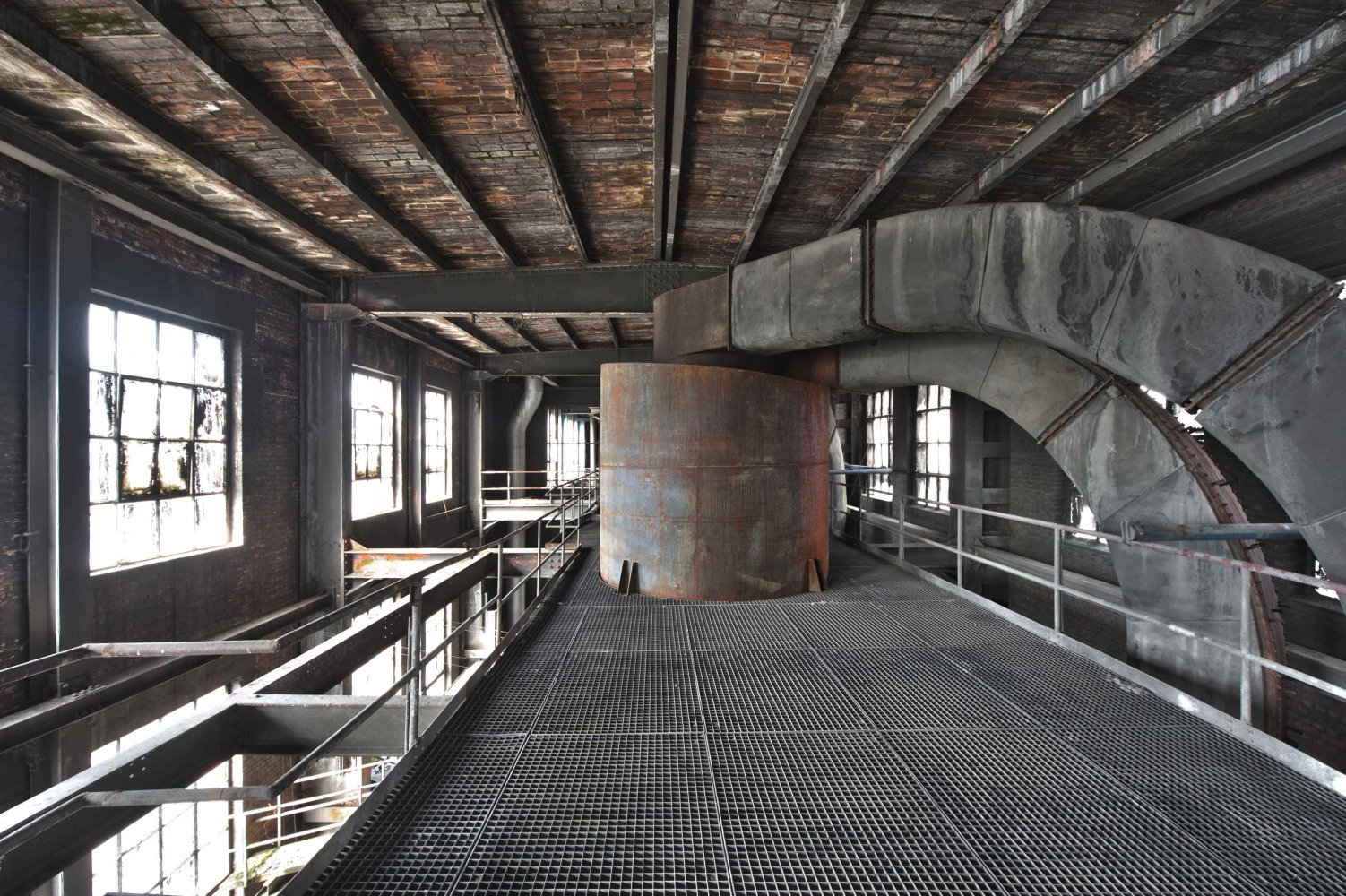 hidden in the attic - POWER STATION - cesar azcarate photography, galleries, power station