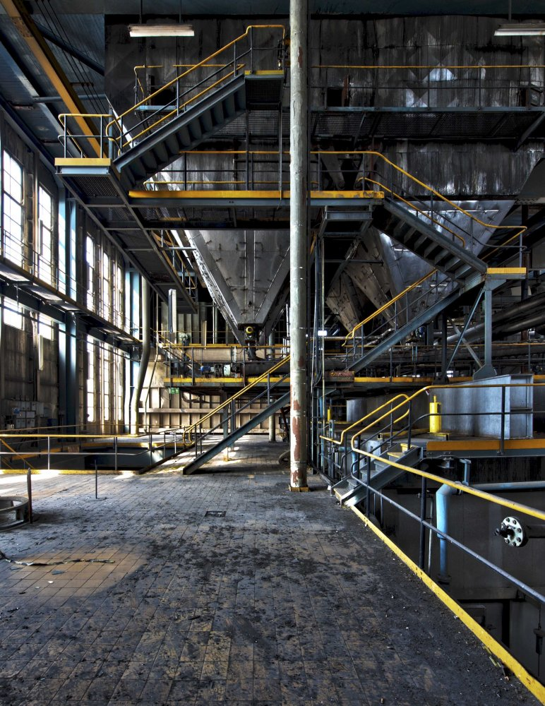 follow the yellow line and you will finish exhausted - POWER STATION - cesar azcarate photography, galleries, power station