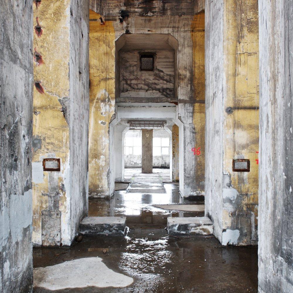 pillars promenade - DERELICT TYPOLOGIES - cesar azcarate photography, galleries, derelict typologies