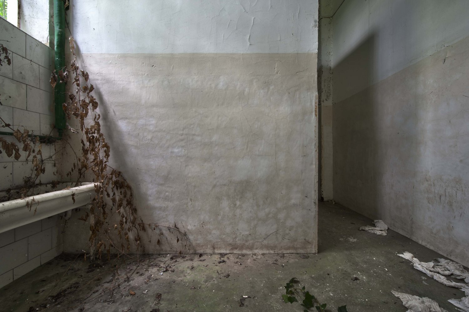 life and death in the corridor - ABANDONMENTS - cesar azcarate photography, galleries, abandonments