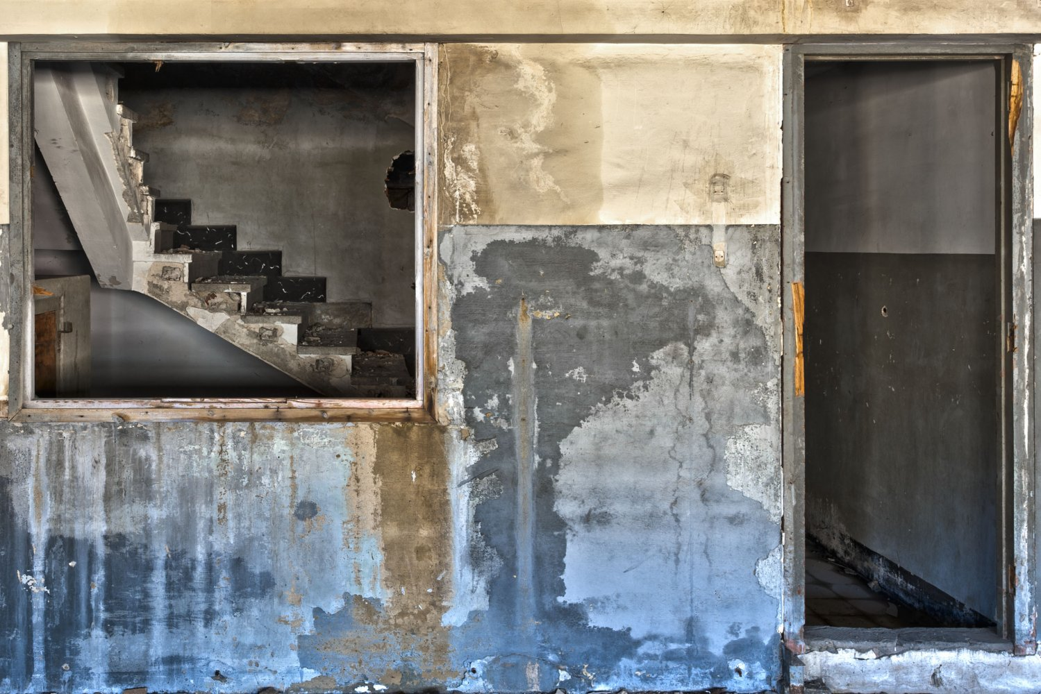she ran upstairs - ABANDONMENTS - cesar azcarate photography, galleries, abandonments