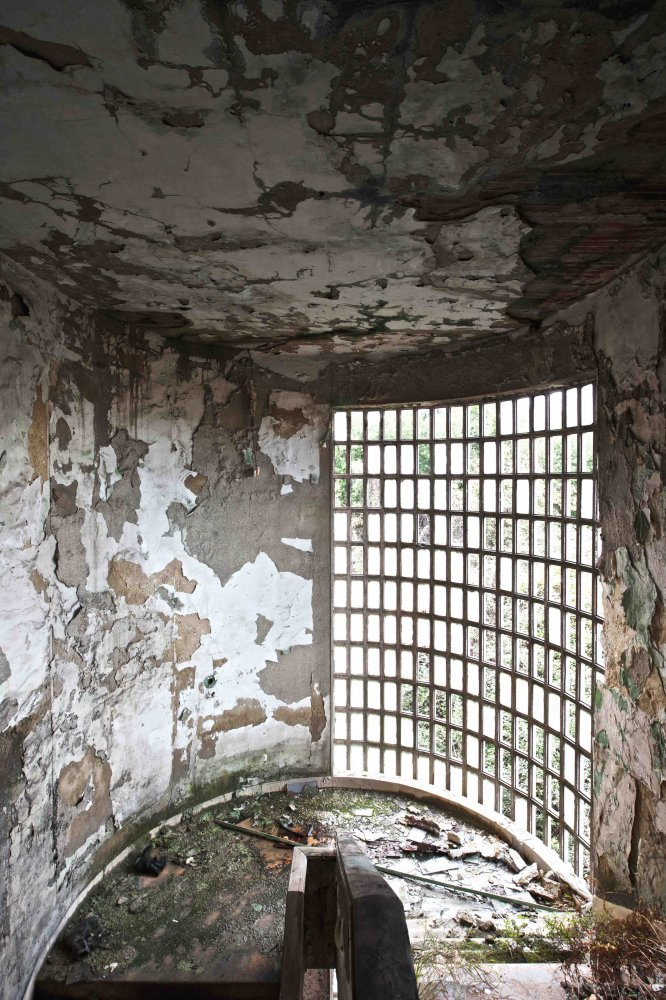 the master confuses rationalism with modernism - ABANDONMENTS - cesar azcarate photography, galleries, abandonments
