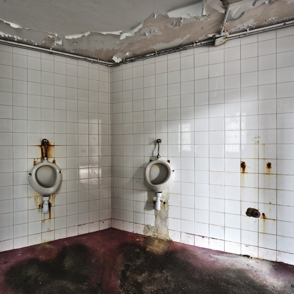 astonishment in the duchamp room - ABANDONMENTS - cesar azcarate photography, galleries, abandonments