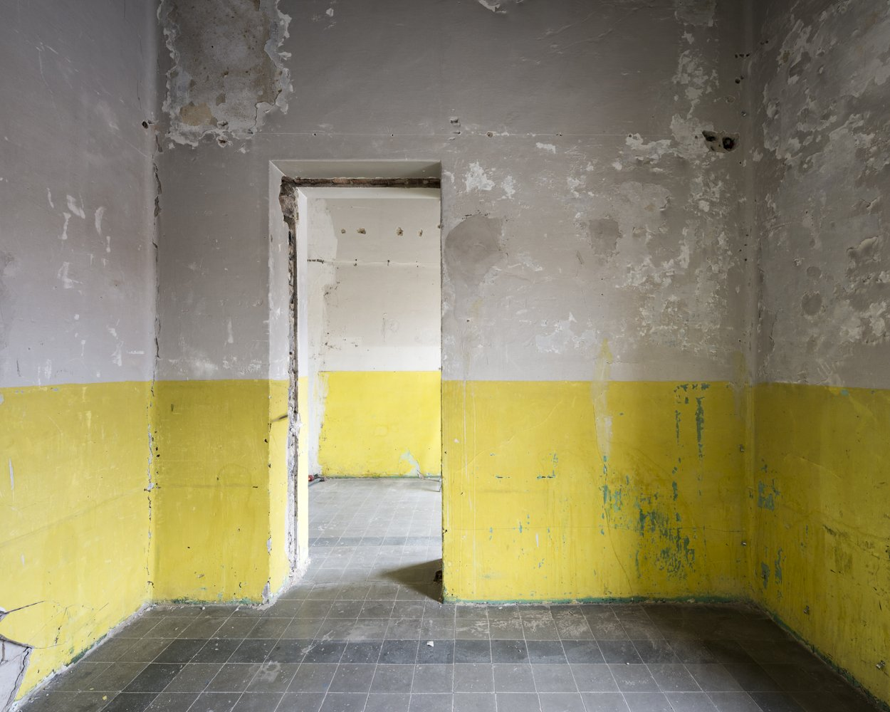 yellow room - EMPTINESS - cesar azcarate photography, galleries, emptiness