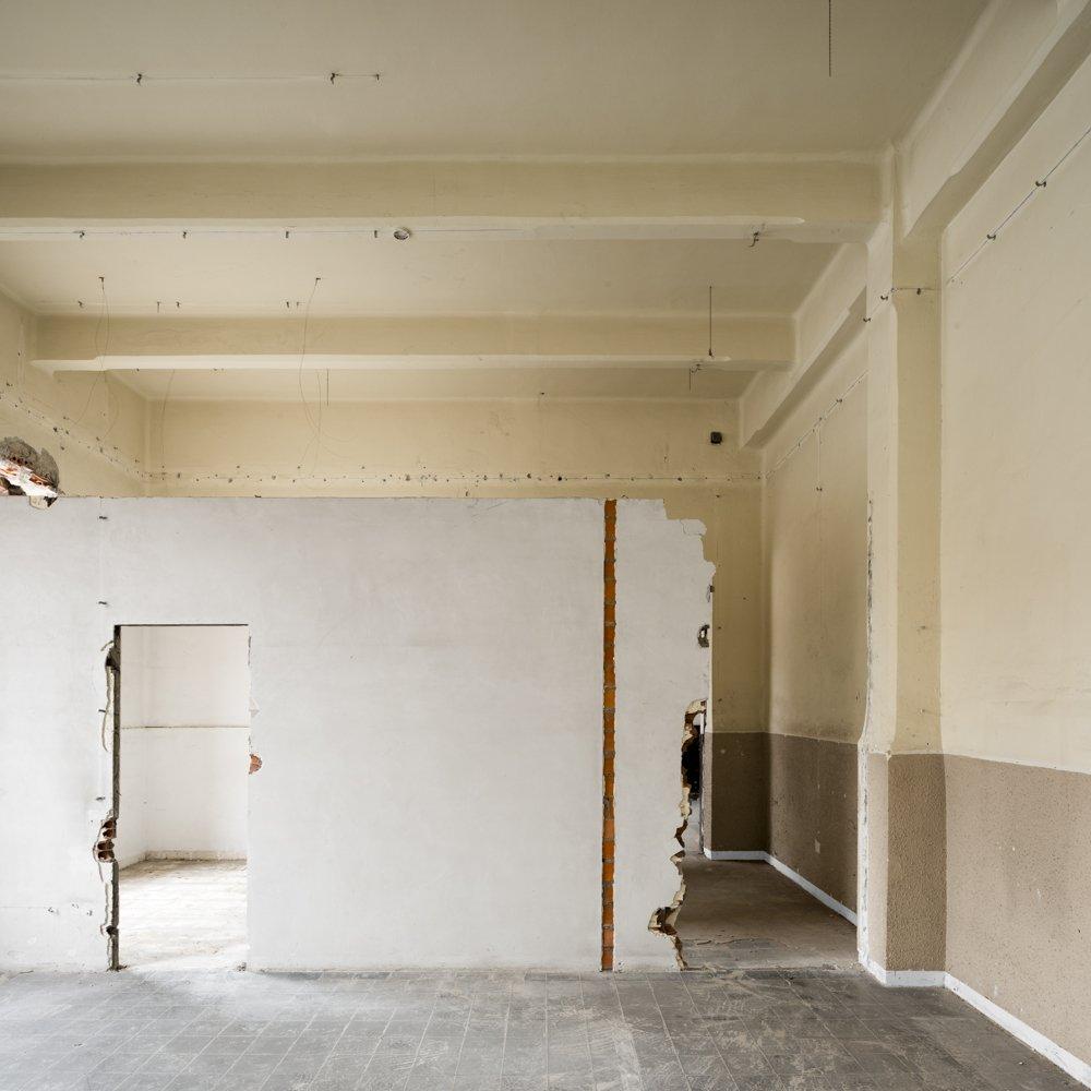 cream room - EMPTINESS - cesar azcarate fotografia, galerias, emptiness