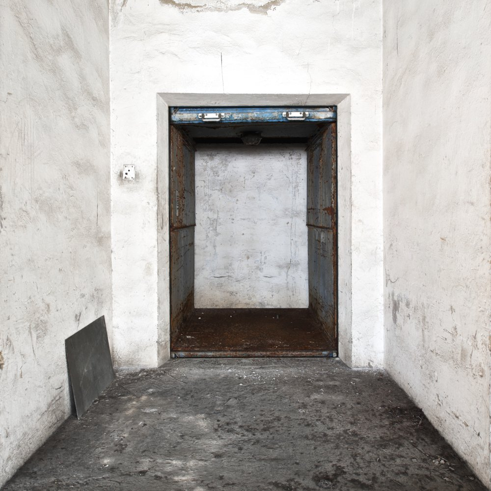lift - EMPTINESS - cesar azcarate photography, galleries, emptiness