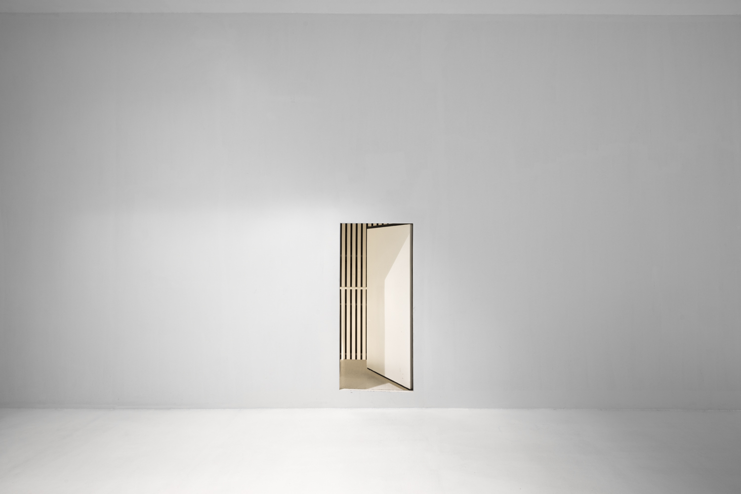 the door of the wind - PLAYING WHITE - cesar azcarate, fotografia
