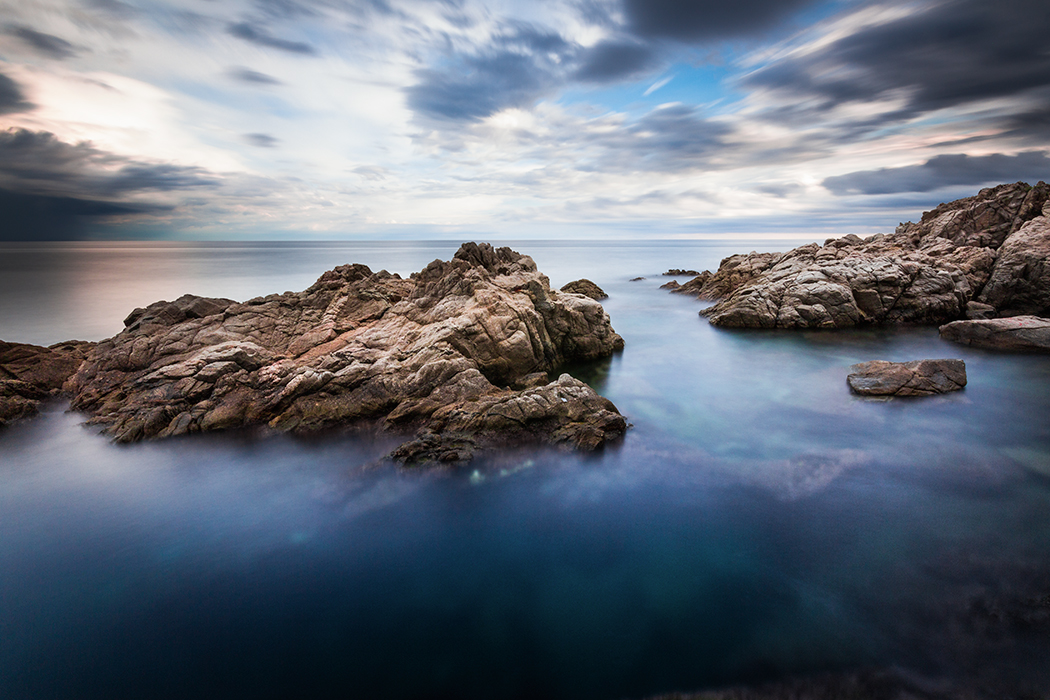 Abyss - On the rocks -