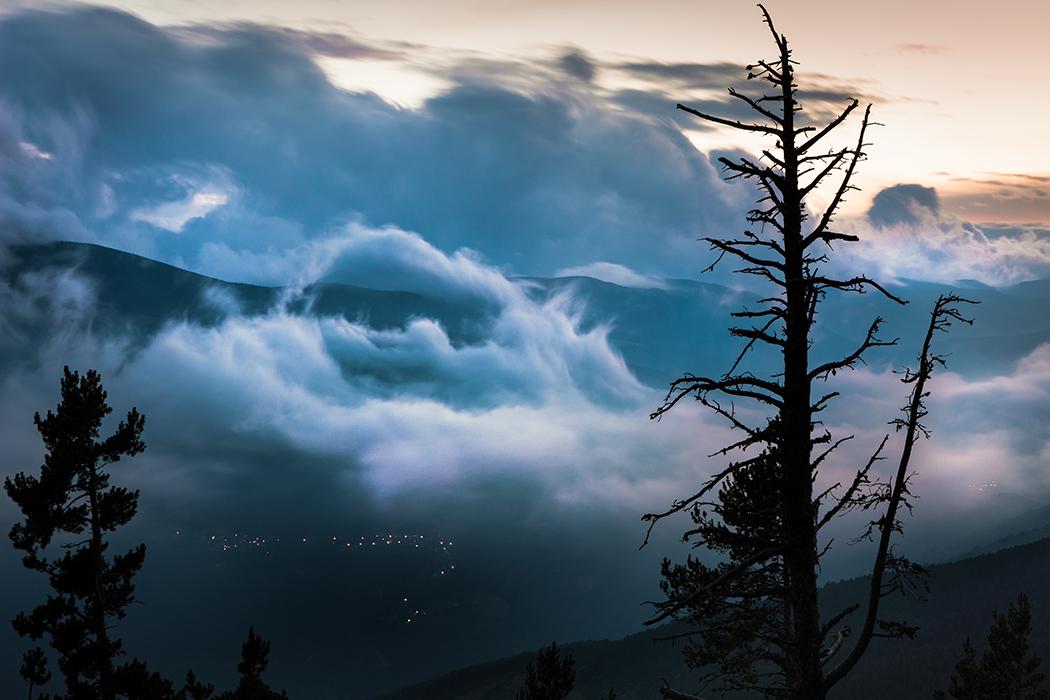 Hard times - Vida en las nubes -