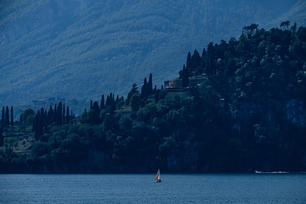 Sailing at midnight - Be water -