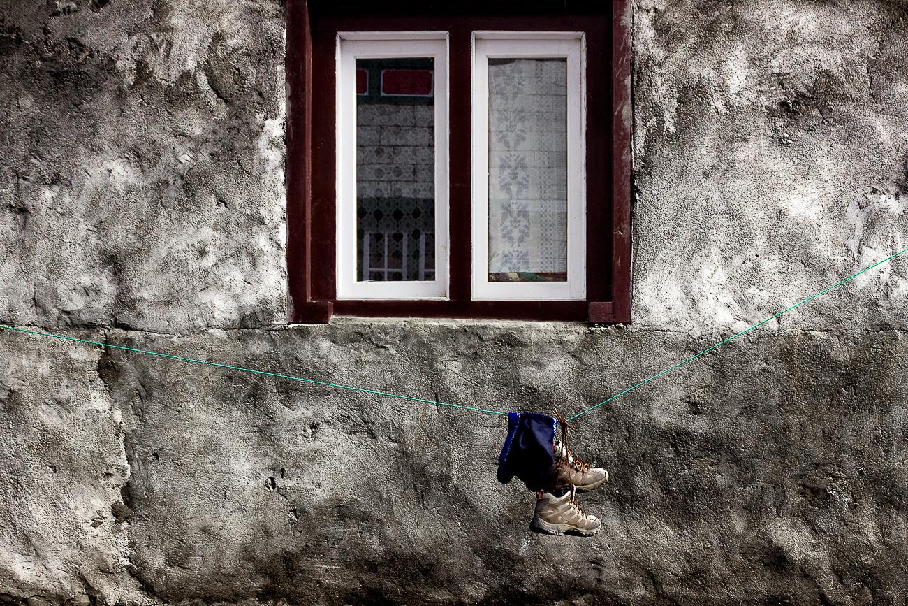 Trekking Boots - Trekking Boots - Himalayan Trails | Dani Vottero, fotografia di viaggio in Nepal