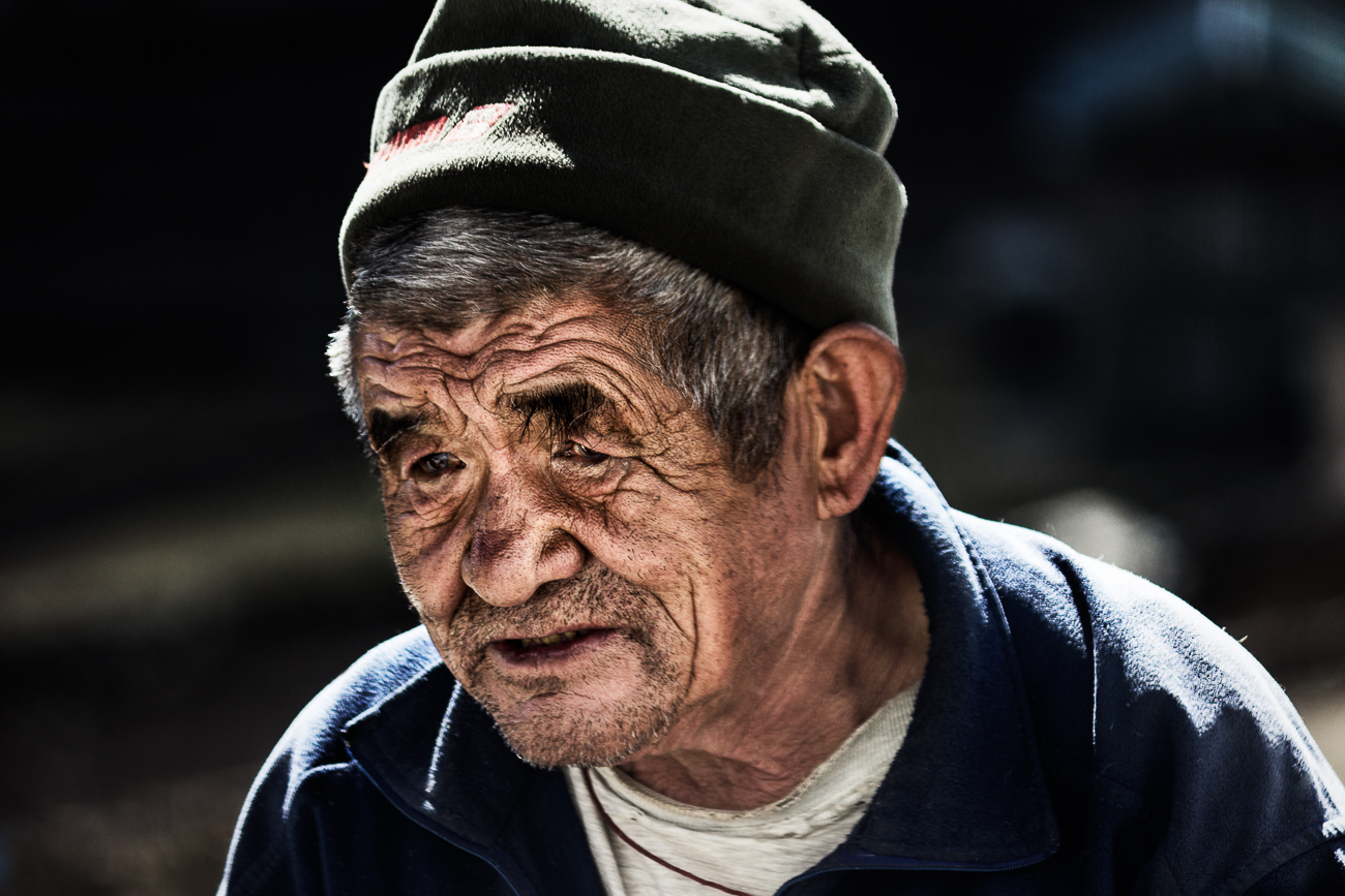 Old Man in Khumjung - Old Man in Khumjung - Himalayan Trails | Dani Vottero, fotografia di viaggio in Nepal