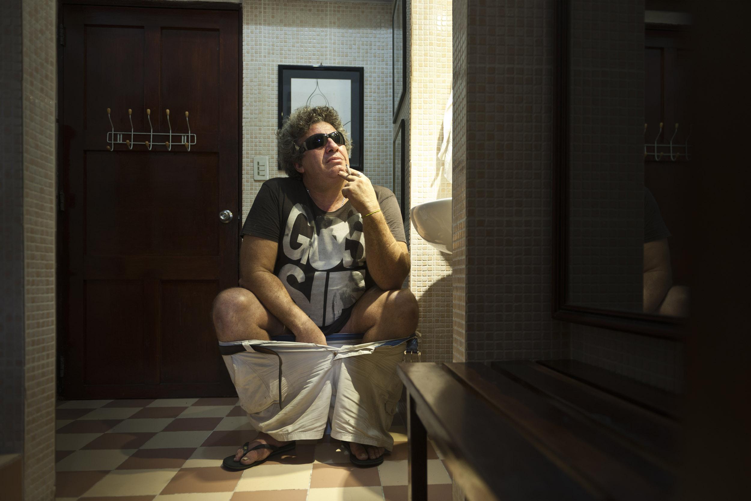 Cuty Ragazzone, painter - Illuminated Cuba - Hector Garrido, Aerial and human photography