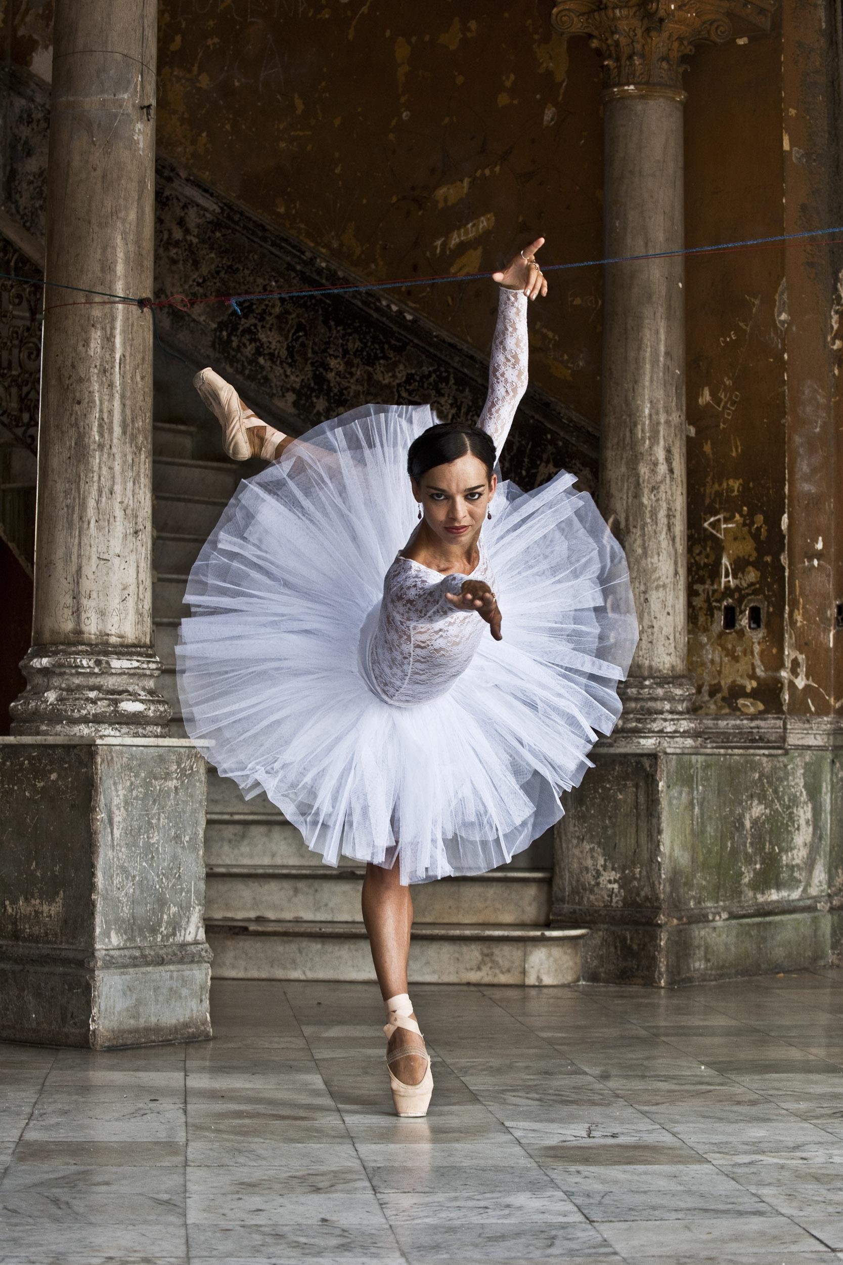 Viengsay Valdés, dancer - Illuminated Cuba - Hector Garrido, Aerial and human photography