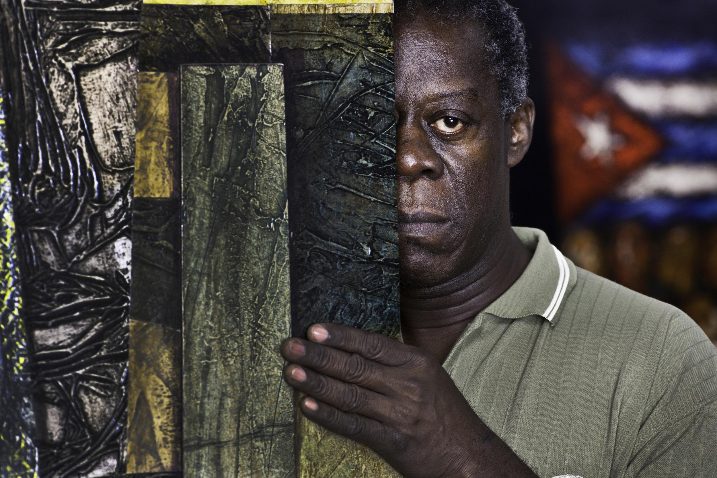 Eduardo Salazar, Choco, painter - Illuminated Cuba - Hector Garrido, Aerial and human photography