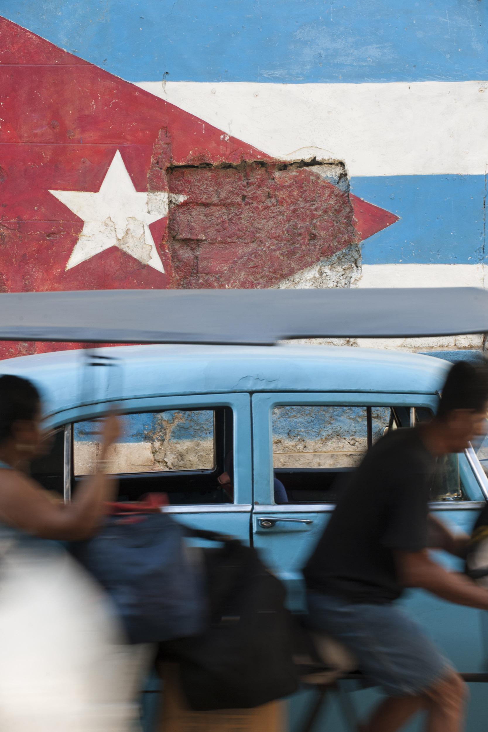 Bandera 04 - Cuba - Hector Garrido, Aerial and human photography
