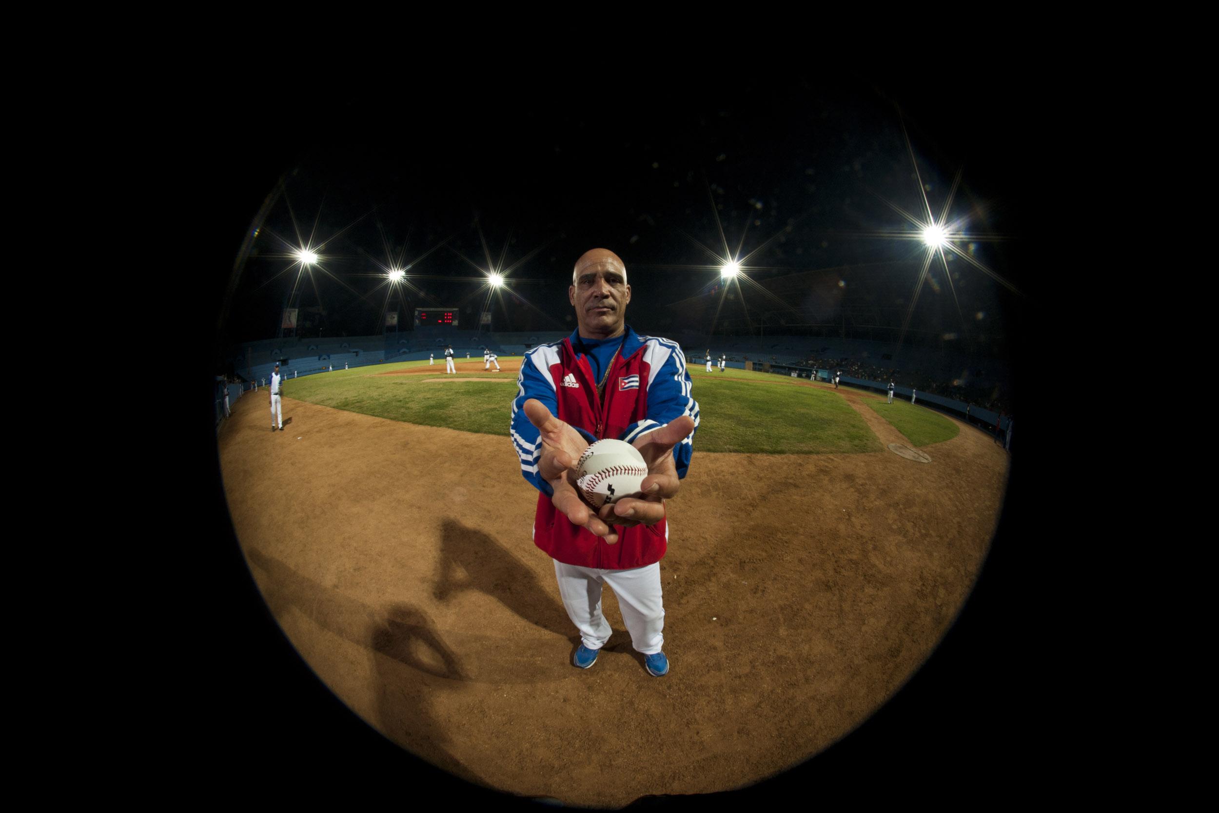 Lázaro Vargas, athlete - Illuminated Cuba - Hector Garrido, Aerial and human photography
