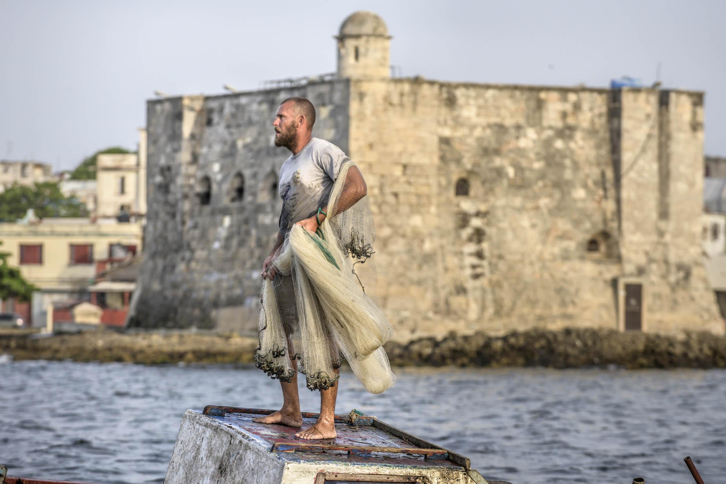 Pescador en la Chorrera - Cuba - Hector Garrido, Aerial and human photography