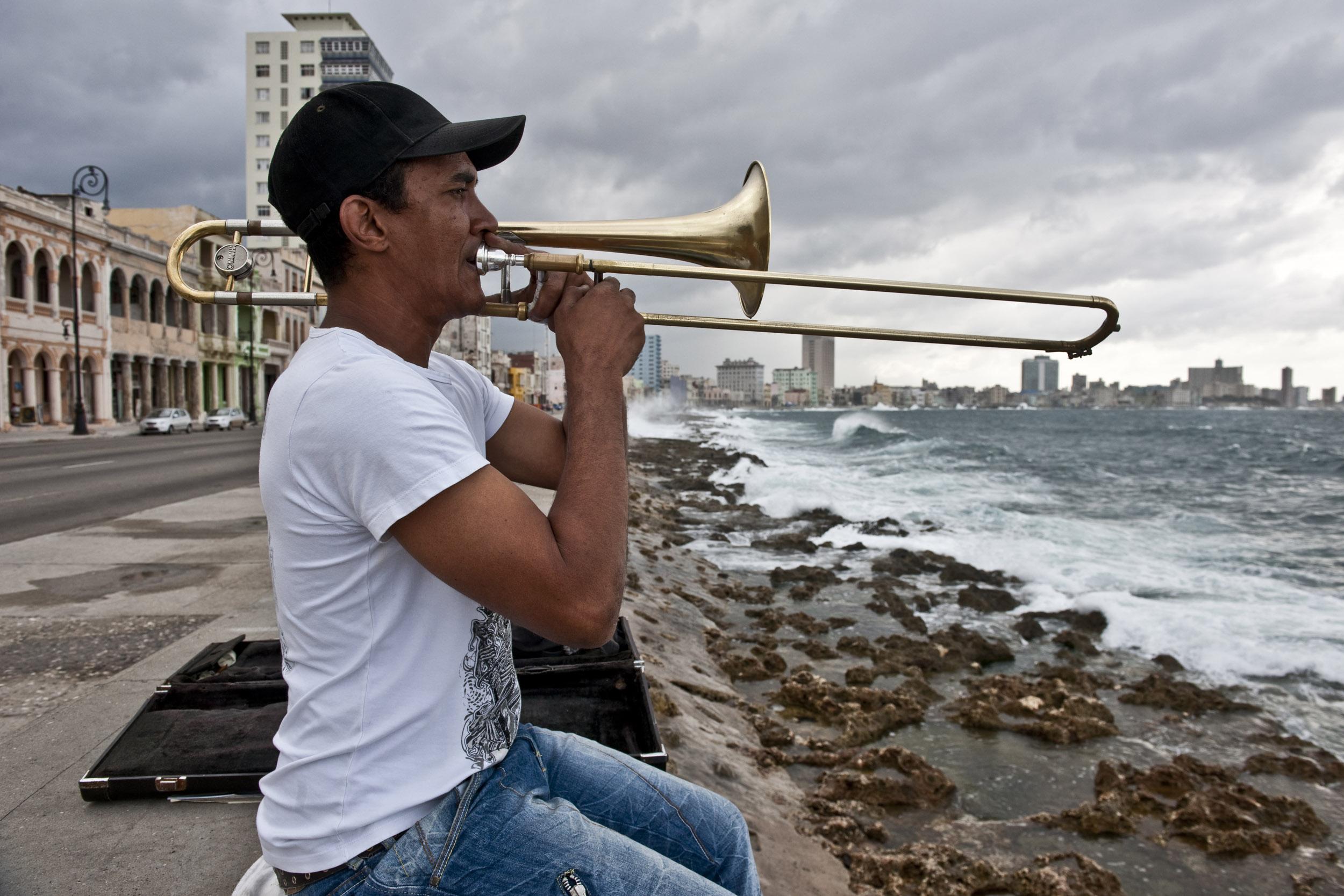 Malecón - Cuba - Hector Garrido, Aerial and human photography
