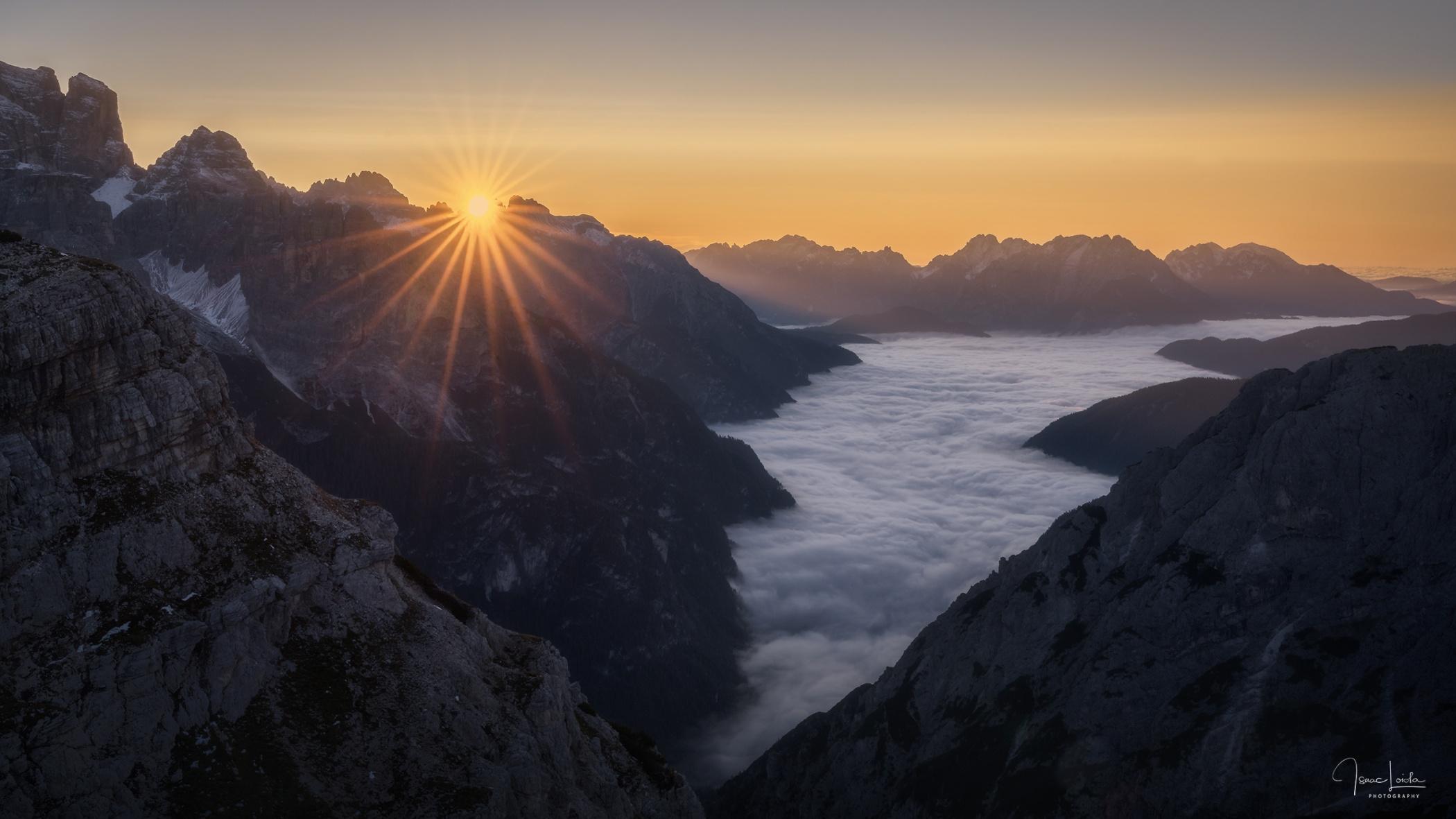 Panorámica al amanecer - Mountain lights - Isaac Loiola, Photography