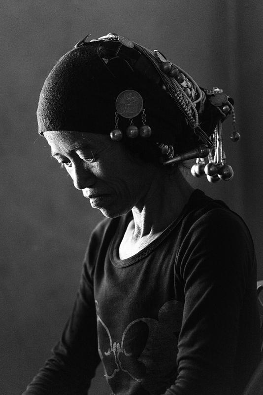 ACKA TRIBUA, LAINOEN GAINEAN BIZI DAN HERRIA - TRIBU ACKA EL PUEBLO QUE VIVE SOBRE LAS NUBES - Iosu Garai, Argazkilaria - Fotógrafo