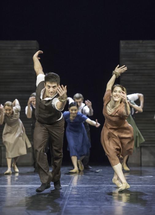Los bailarines Marie Stockhausen y David Rodríguez en una escena de La aldea en llamas. Teatro Estatal de Innsbruck. - Imágenes - Fernando Lázaro, Compositor y Pianista