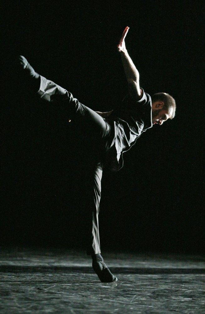 Denis Bruno (Premio Artes Escénicas 2009) en una escena de Brishen. Foto: Jesús Robisco - Imágenes - Fernando Lázaro, Compositor y Pianista